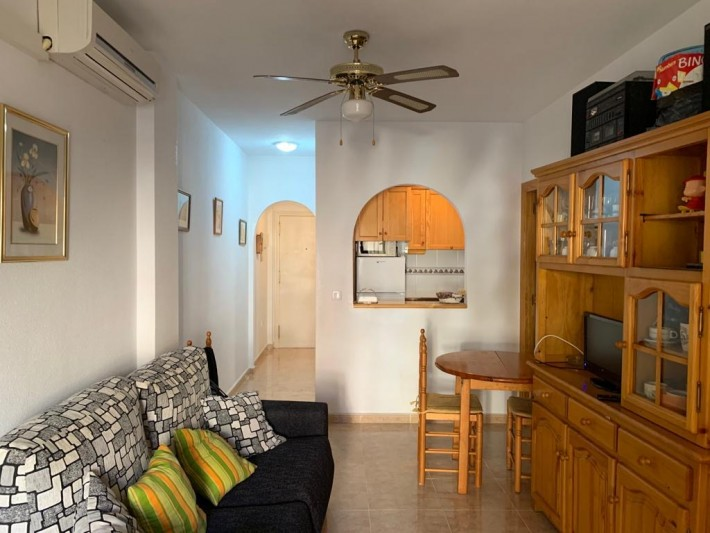 Apartment with Community Pool 50m from the Park of Nations, Torrevieja @