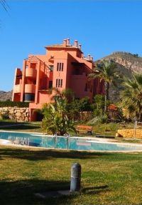 Beautiful Apartment with Garden and Views at the Community Pool and the Sea in Finestar, Benidorm